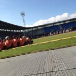 Gymnaster laver opvisning i højt solskin under LS2013